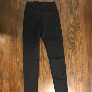 Aerie black leggings with pockets